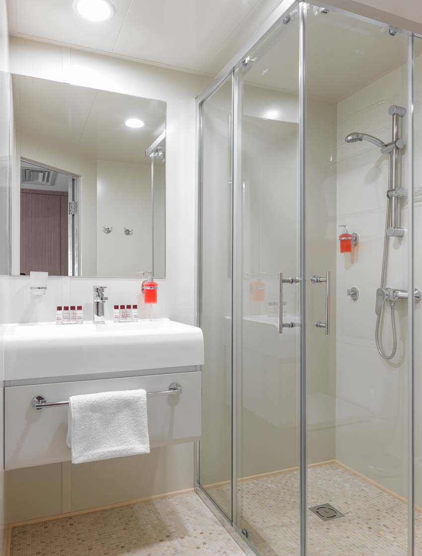 Bathroom-deluxe-5.jpg