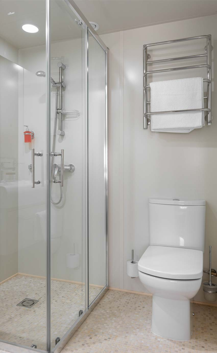 Bathroom-deluxe-6.jpg
